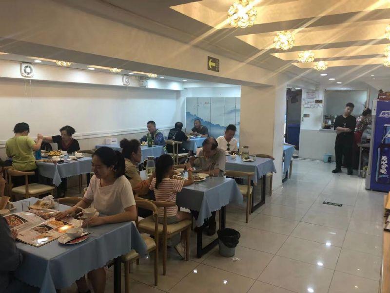 宝山月浦临街炒菜、龙虾烧烤日营业额6000+重餐饮旺铺转让实景图片